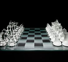 Glass Chess Set on Black - Ready to Play by Zunazet