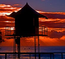 Life Guard Station 37 by GeoffSporne