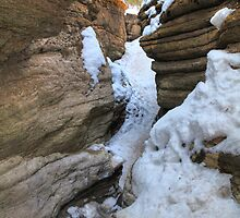 Icy canyon III by zumi