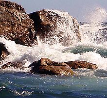Zoomed to a breaking wave by georgieboy98