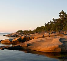 Sunlit rocks in the archipelago. by cloud7