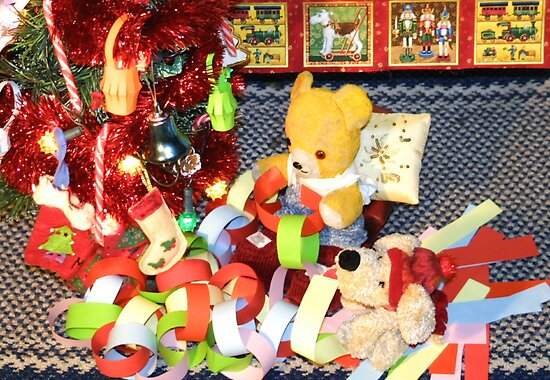 Fred and Scraps Make Paper Chains by missmoneypenny