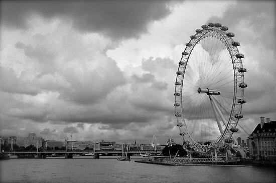 london eye black and - photo #4